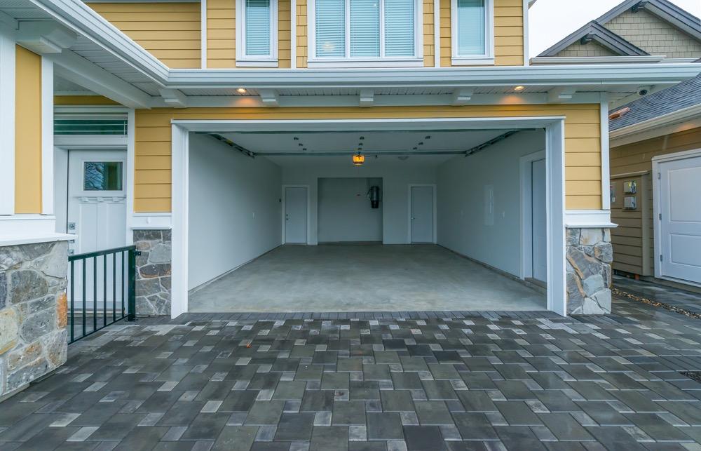 Stark beansprucht und vielen Belastungen ausgesetzt – Wieso Sie Ihre Garagenböden beschichten lassen sollten