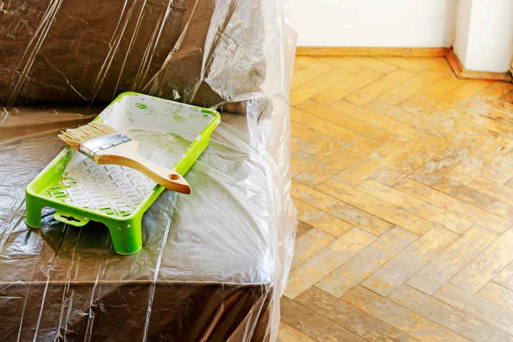 7 Tipps für Malerarbeiten: Gut abgedeckt ist halb gestrichen!