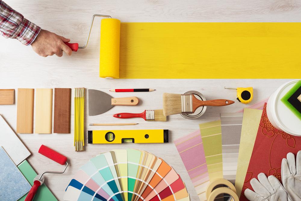 Die Gretchenfrage bei Neubau und Sanierung: Soll ich die Wände streichen oder tapezieren?